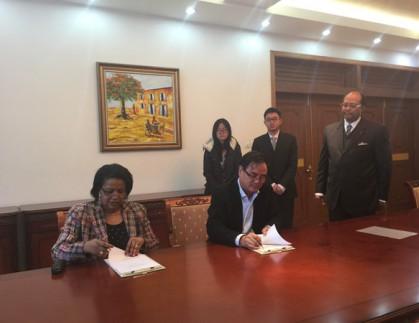 我公司与SEBOHMI GROUP代理签约仪式在贝宁共和国驻北京大使馆举行